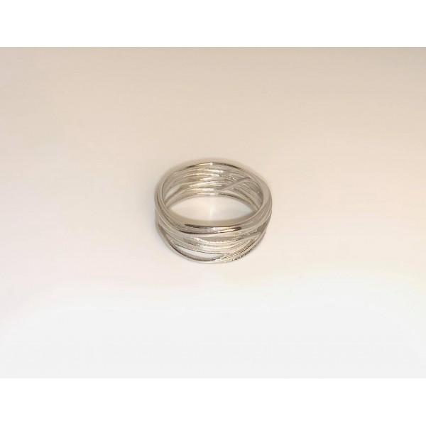 Δαχτυλίδι σε μοντέρνο σχέδιο